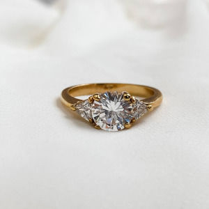 VTG Gold Round CZ Diamond Triangle Sides Ring
